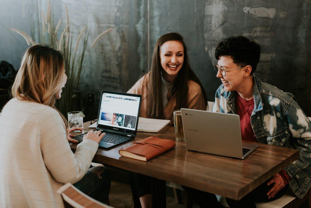 como começar programa de ideias - amanha - pessoas conversando